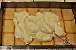 Příprava receptu Fantastický banánový nepečený dezert z máslových sušenek, krok 3