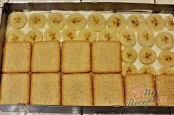 Příprava receptu Fantastický banánový nepečený dezert z máslových sušenek, krok 4