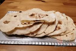 Příprava receptu Jen voda, mouka a olej. Pár minut a máte hotovou nejlepší náhradu chleba., krok 11