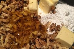 Příprava receptu Fenomenální medové řezy s ořechy, krok 6