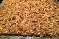 Příprava receptu Fenomenální medové řezy s ořechy, krok 8