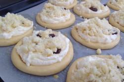 Příprava receptu Kynuté koláče s drobenkou, krok 1