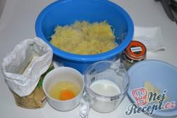 Příprava receptu Bramboráčky plněné hermelínem, krok 1