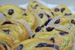 Příprava receptu Šneci s vanilkovým pudinkem a borůvkami, krok 7