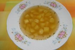 Příprava receptu Česneková polévka s chlebovými krutony, krok 4