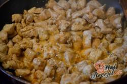 Příprava receptu Vrstvený salát Gyros, krok 1